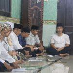 Sekda Kota Cirebon Drs H Asep Dedi MSi khusyuk berdoa bersama dalam acara Cirebon Berdo'a