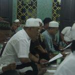 Wakil Walikota Cirebon Drs Nasrudin Azis Khusyuk berdoa dalam acara Cirebon Do'a