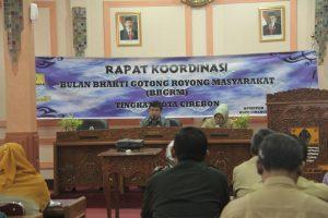 Sekretaris Daerah (SEKDA) Kota Cirebon Drs Asep Dedi MSi di dampingi Kepala Badan Pemberdayaan Masyarakat Pemberdayaan Perempuan dan Keluarga Berencana  Dra Hj Deane Dewi Ratih MM