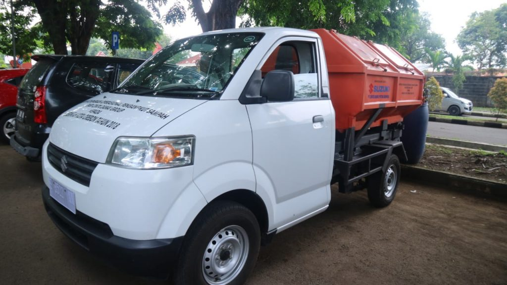 Pemda Kota Cirebon Dapat Bantuan Mobil Penarik Sampah