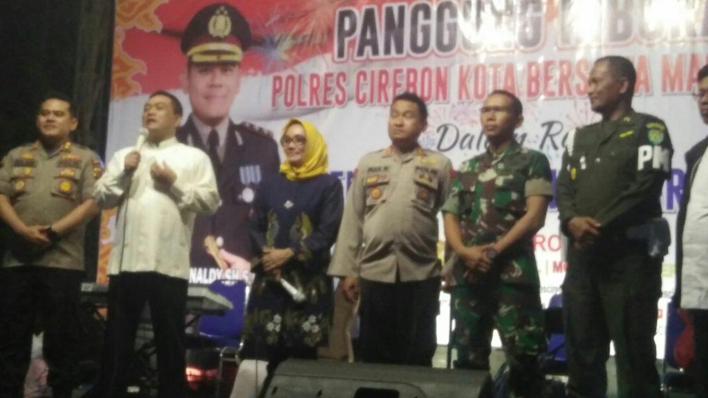 Sholawat dan Dzikir Warnai Malam Pergantian Tahun di Kota Cirebon