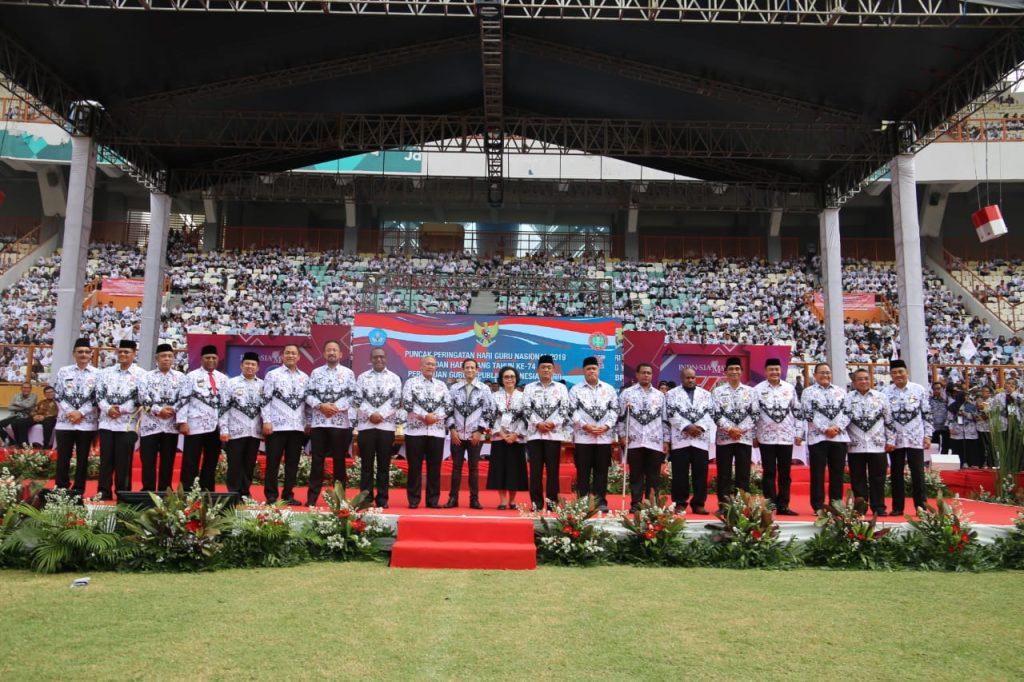 Peduli Pendidikan, Wali Kota Raih Anugerah Dwija Praja Nugraha