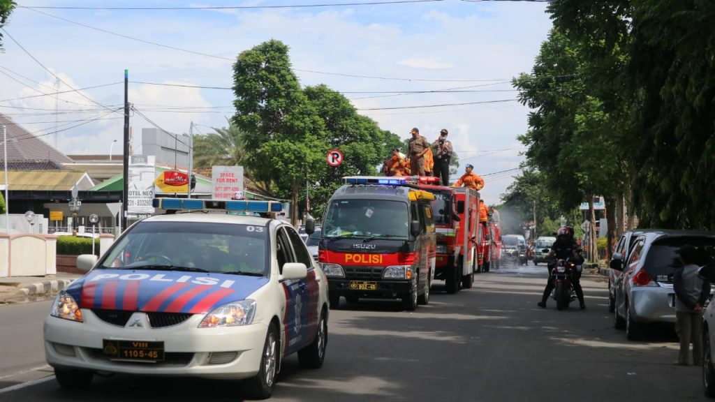 Cegah Corona, Pemda Kota Cirebon Melakukan Penyemprotan Disinfektan Secara Massal