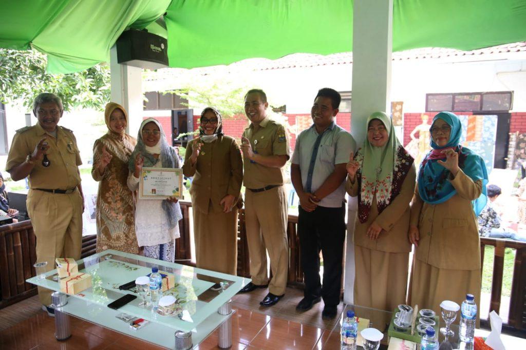 Pemda Kota Cirebon Gencar Berikan Pelatihan Batik Pewarna Alam di Kampung Kriyan