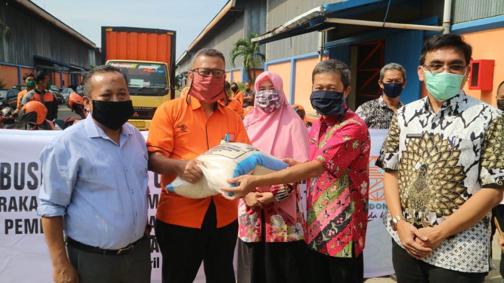 Pemda Kota Cirebon Mulai Distribusikan Bantuan Uang dan Beras Untuk Warga Terdampak Covid-19