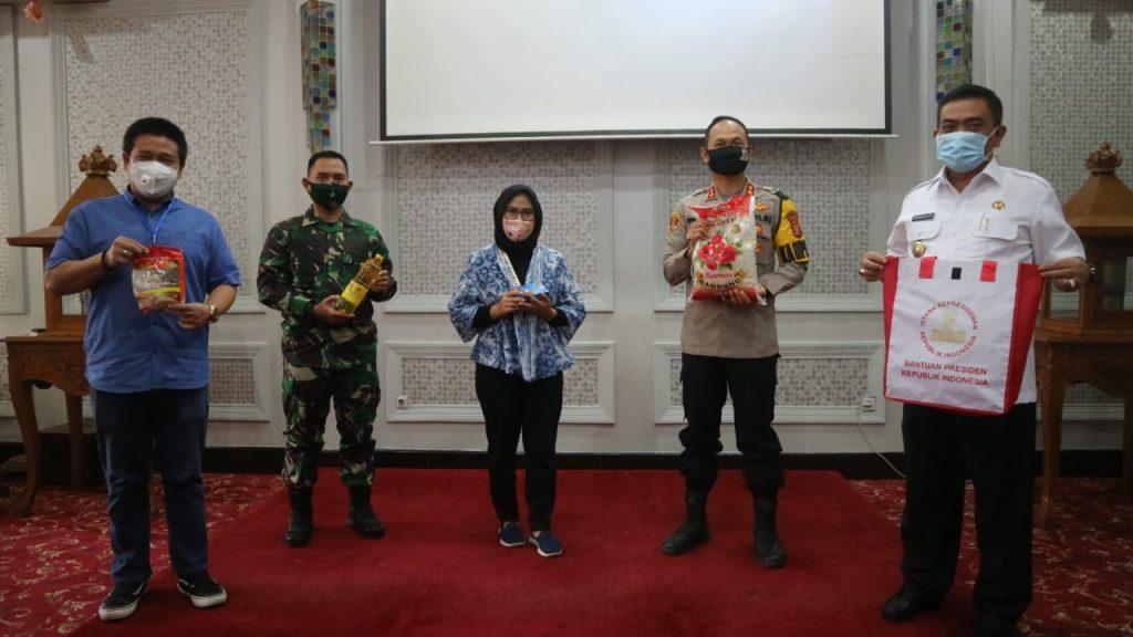 Pemda Kota Cirebon Terus Berupaya Membantu Warga Terdampak Pandemi Covid-19