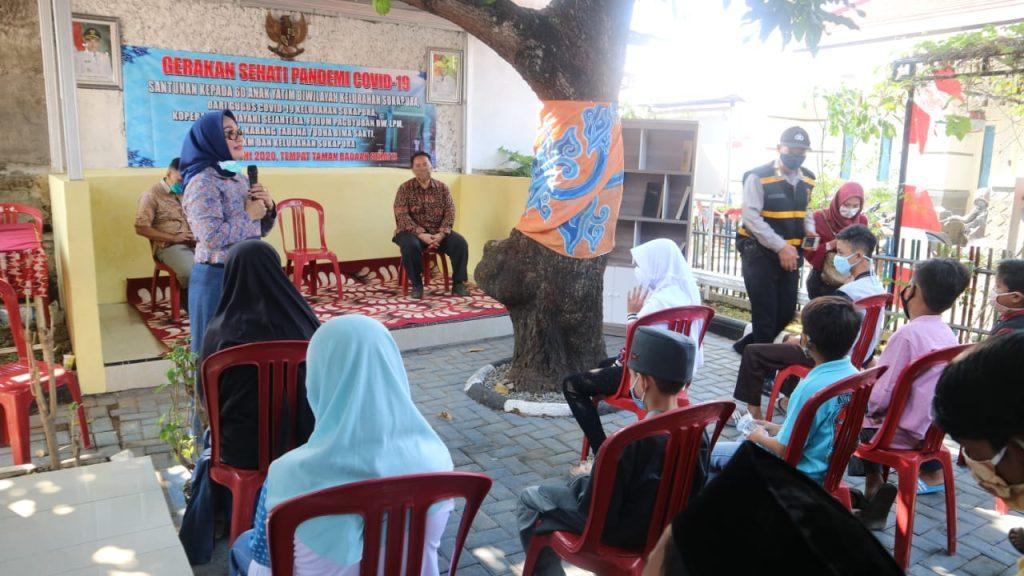 Hj. Eti Senang Kepedulian Sosial Masyarakat Kota Cirebon Tetap Tinggi di Masa Pandemi