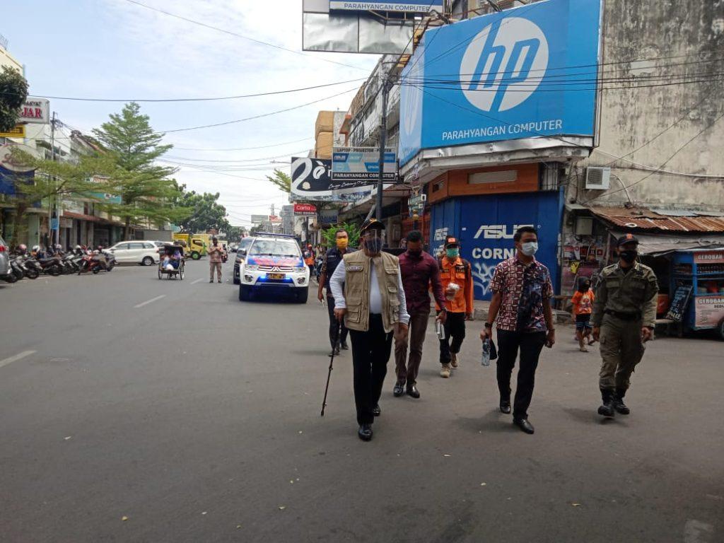 Wali Kota Cirebon Mendatangi Pertokoan untuk Sosialisasi Penggunaan Masker