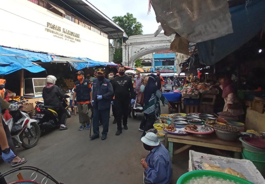 Wali Kota Cirebon Sosialisasi Pentingnya Menerapkan Protokol Kesehatan di Pasar Tradisional