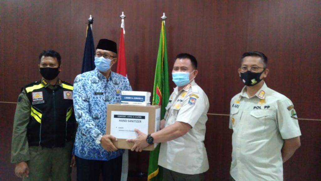 Satpol PP Kota Cirebon Dapat Bantuan Masker dan Hand Sanitizer dari Kemendagri