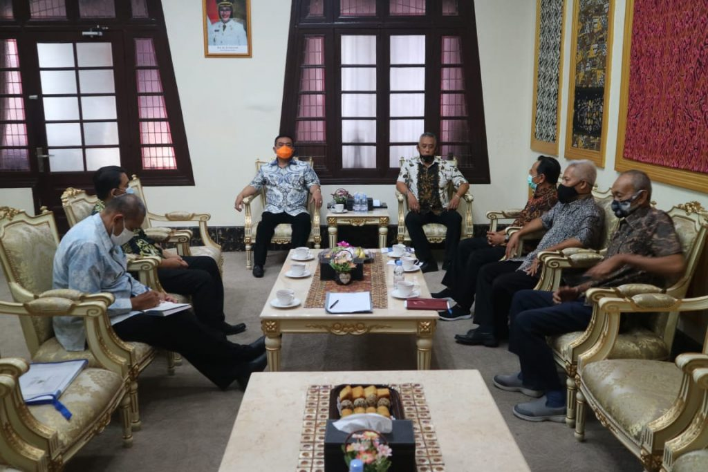Wali Kota Minta Pengusaha Naikkan Kembali UMK di Kota Cirebon